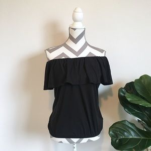 Women's Ruffled off-shoulder top shirt medium